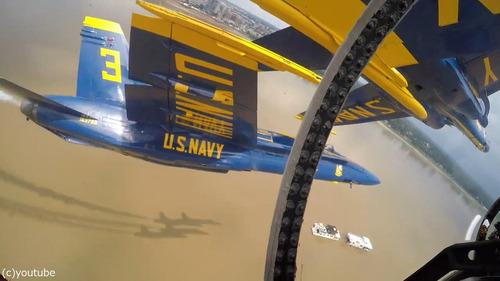 アクロバット飛行隊の飛行機同士の近さ02