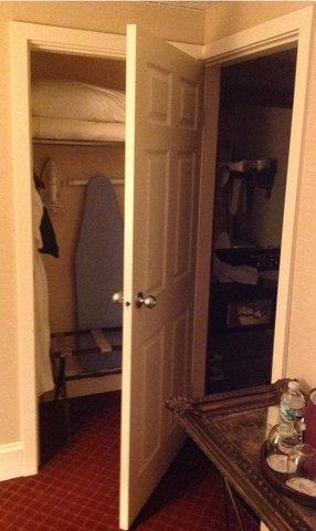風呂とクローゼットがドアを兼用03