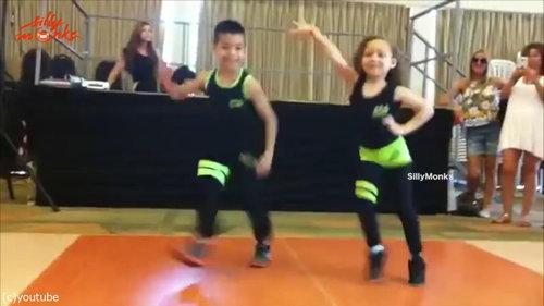 サルサを踊る子供01