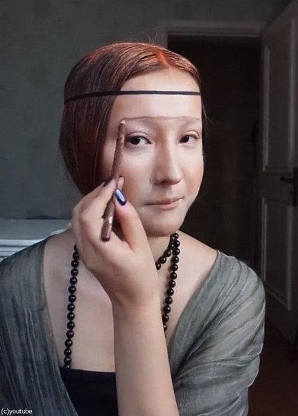 メイクでモナリザに変身する女性05
