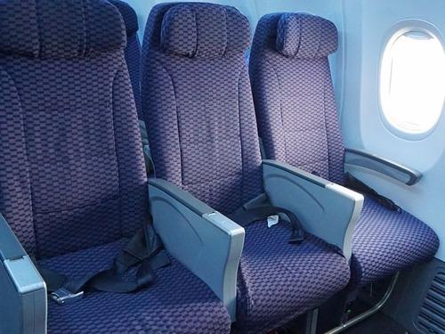 真ん中の座席は空けると言われた00