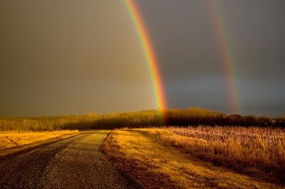 小道に現れた2重の虹ゲート02