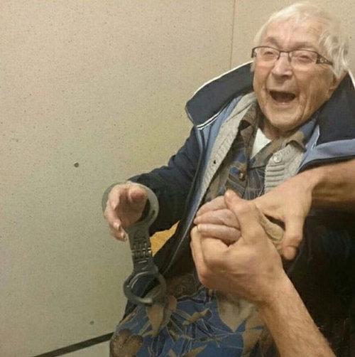 100歳のおばあちゃんが逮捕01