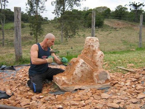 岩を斧で削った結果05