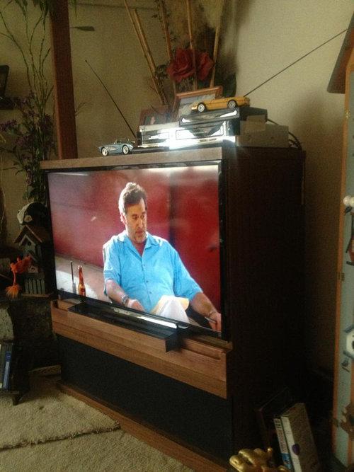 父親がテレビをアップグレード01
