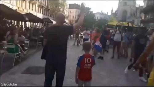 クロアチアの家族が今ベルギーの街を歩くと…03