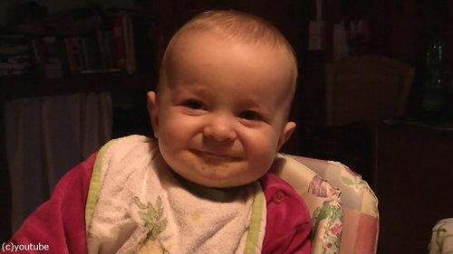 ママの歌で表情がコロコロ変わる赤ちゃん04