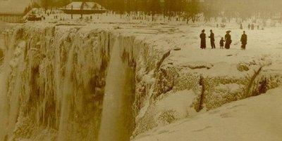 ナイアガラの滝が凍る01