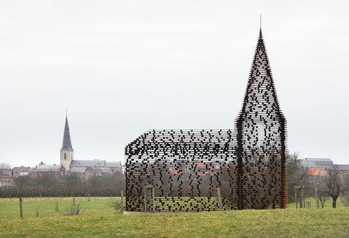 ベルギーの透ける教会03
