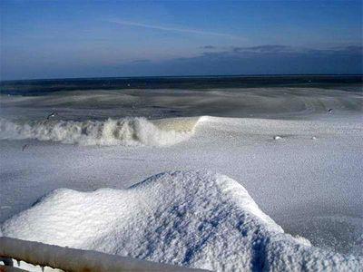 え、波って凍るんだ…06