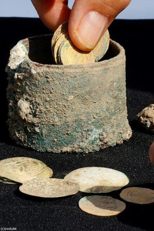 十字軍の頃の金貨が発掘される01