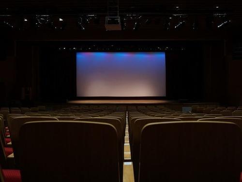 映画館のスクリーンの裏側00