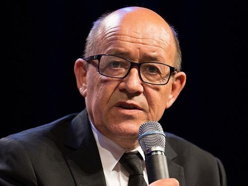 マスクでフランス外相に変装した詐欺グループに実刑判決04