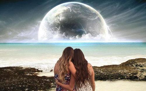 2人組の女の子の背景をビーチに17