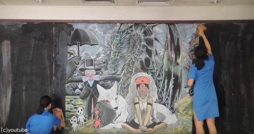 香港の女子高生が黒板に描くアニメ10