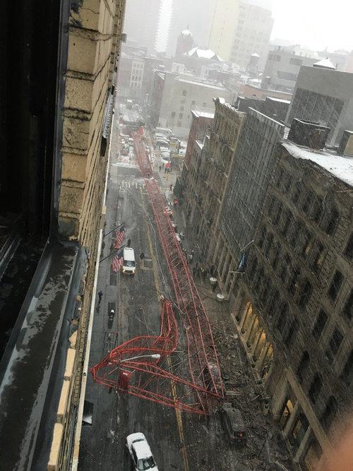 ニューヨークのクレーン転倒事故01