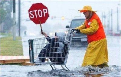 水害時にたくましく楽しむ人々12