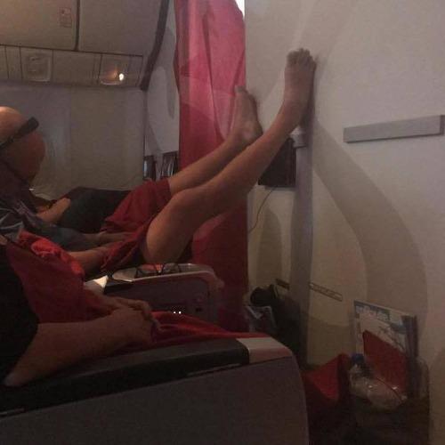 マナ—の悪い海外の乗客01