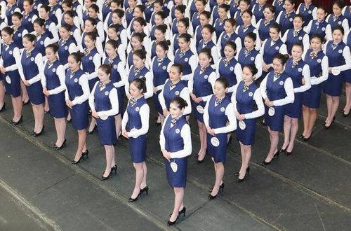 中国ではキャビンアテンダント志望の競争率が高い13
