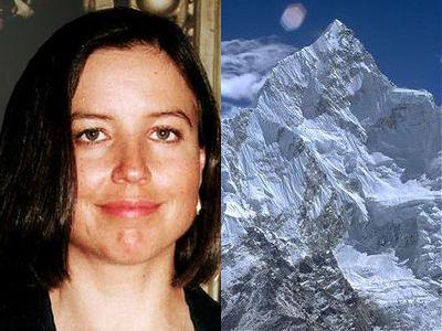 エベレストで亡くなった女性を埋葬に行く登山家00