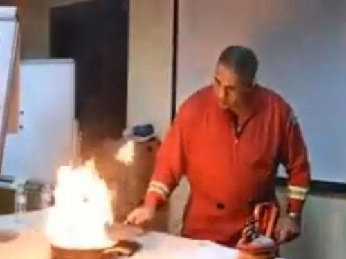 フライパンの油が燃えたときの消し方04