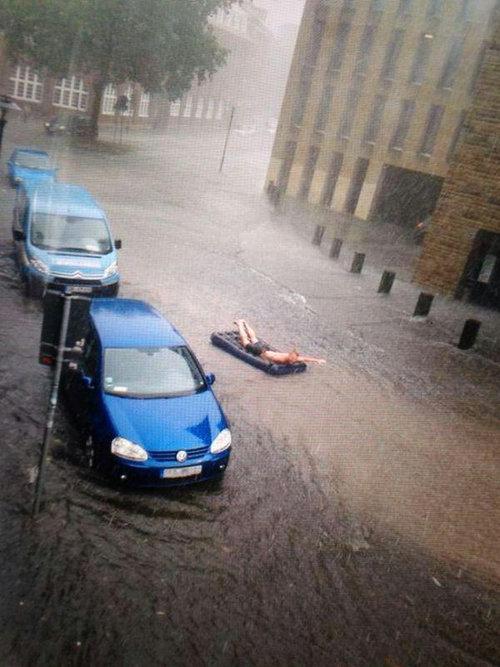 激しい嵐がきてみんな避難した01