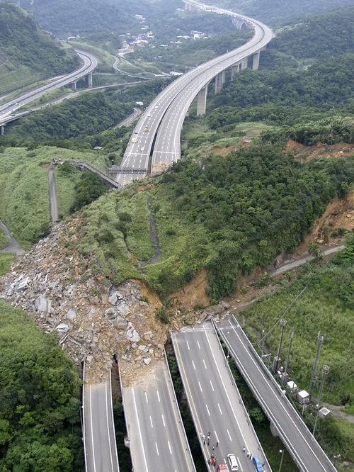 台湾の地すべりがすごい01