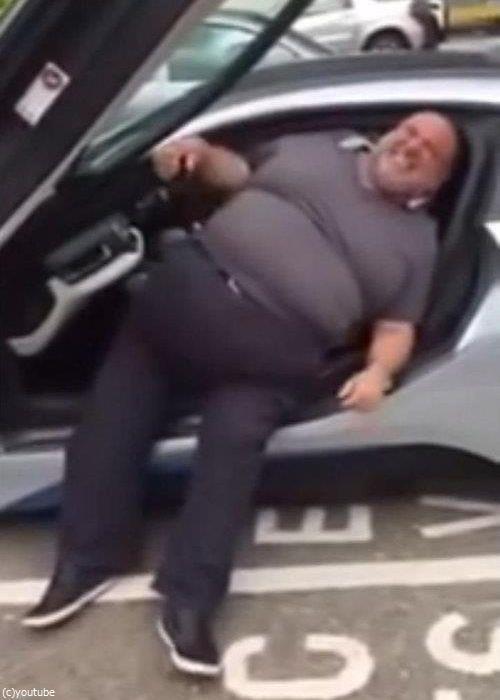 太った人は乗らないほうがいい車09