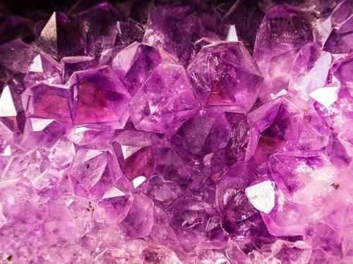 ハート形のアメジスト鉱石