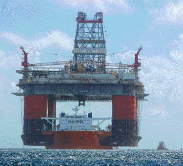 巨大なものを運ぶ船05