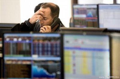 職場で嘆く男たち…金融危機の悲劇11