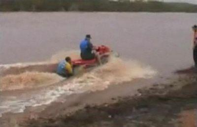 洪水の中ジェットスキーで人命救助に現れたスーパー農夫04