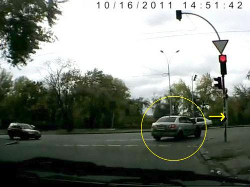 信号無視をする車の意外な結末