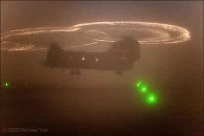 光るヘリコプターのプロペラ04