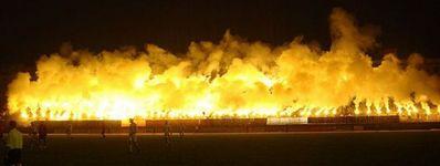 サッカー場の発煙筒05