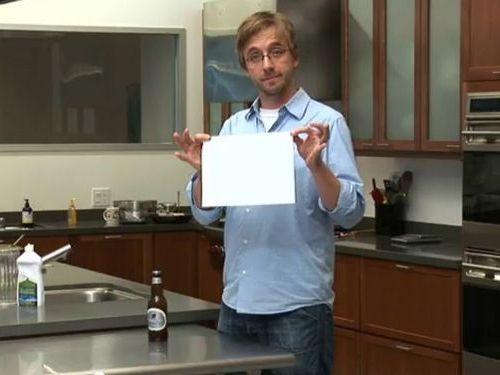 紙1枚でビール瓶のフタを開ける方法
