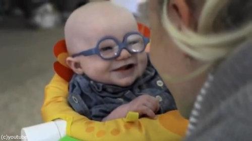 初めてママの顔を鮮明に見た赤ちゃん06