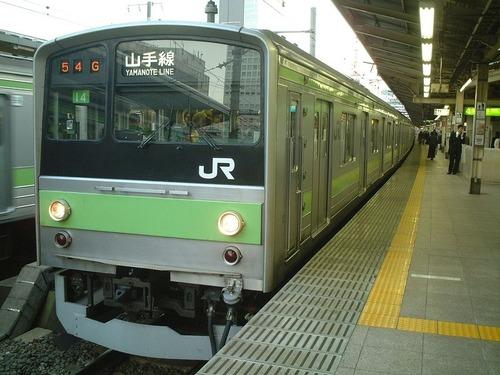 「日本の電車でこれを目撃して衝撃を受けた…」00