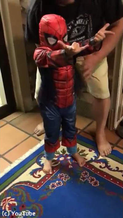 ちびっこスパイダーマンのなりきり具合が可愛い01