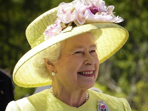 木より長生きしているエリザベス女王