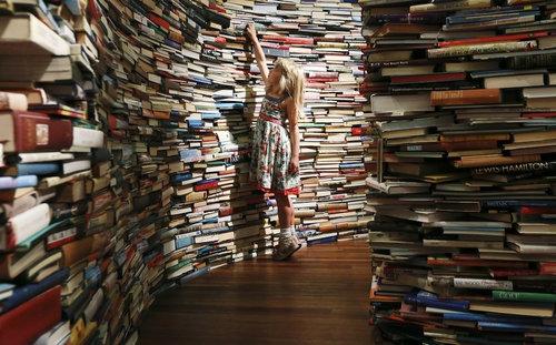 25万冊の本で迷路03