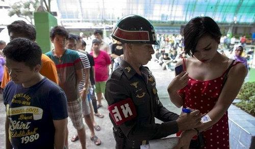 タイの徴兵検査とニューハーフ01