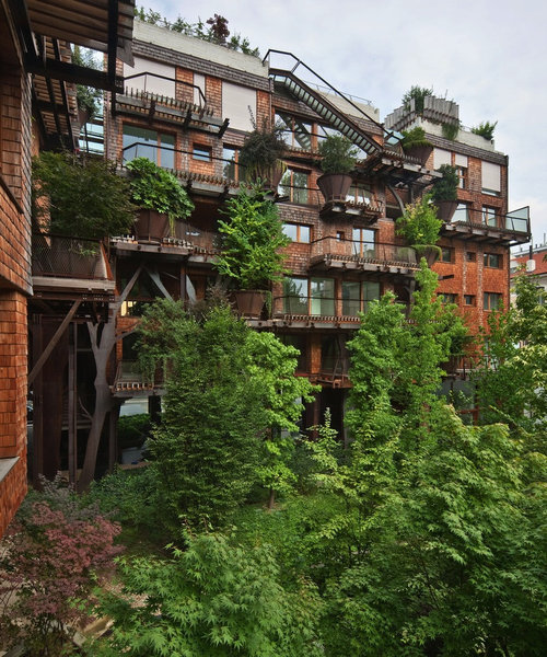 150本の木を所持するアパート03