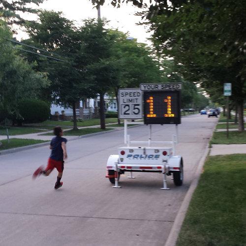 道路にスピードメーター01