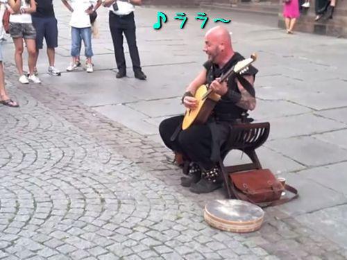 フランスの美声を持つストリートパフォーマー00
