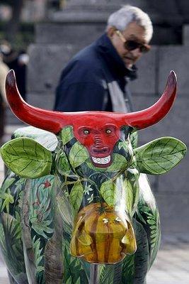 スペインの面白牛彫刻05