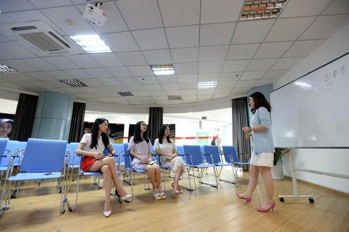 中国のIT企業がチアリーダーを雇用04