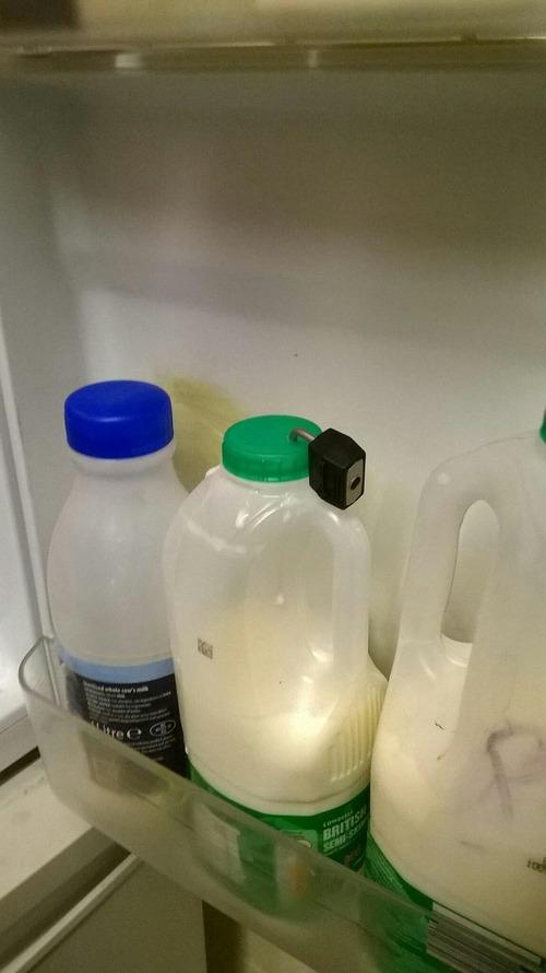 会社の牛乳の状況がヒートアップ01
