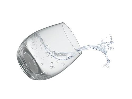 コップの水を別のコップに入れるとき00