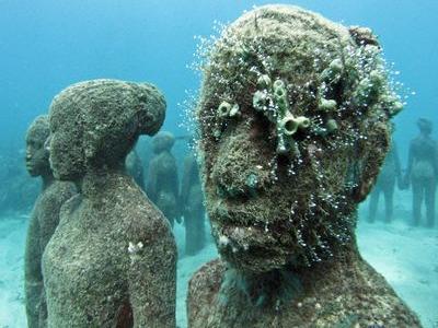 水中の彫刻